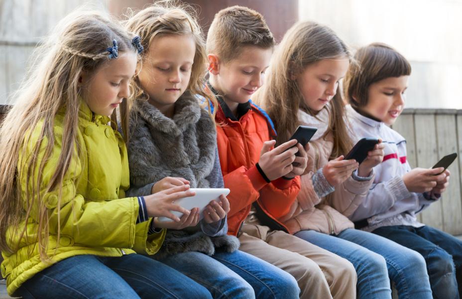 Gyerekkor és digitális világ
