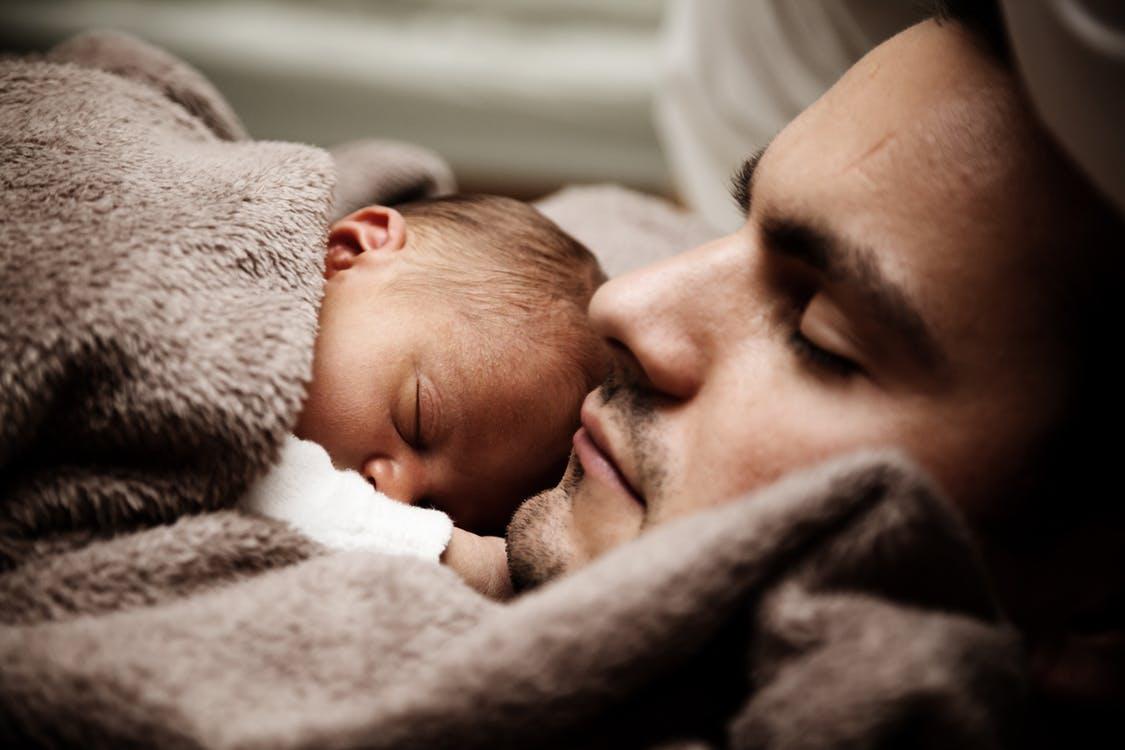 Az apukára hasonlító újszülöttek egészségesebbek