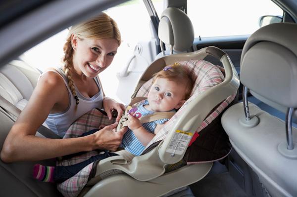 Melyik irányba rögzítsük a gyerekülést?